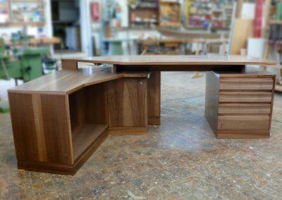 Schreibtisch in Nussbaum | © Schreinerei Carbone