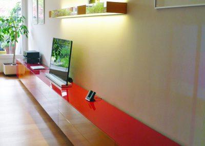 Sideboard mit Glasoberfläche | © Schreinerei Carbone